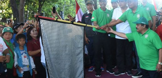 Walikota Denpasar Rai Mantra Lepas Fun Walk Hut Ke-73 PGRI