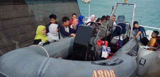 "Siswa SD Islam Al Kamal Jakarta ""Melaut"" Bersama KN Belut Laut-4806 Bakamla"
