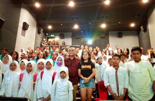 """Togar Situmorang Ajak 90 Anak Panti Asuhan Lintas Agama Nonton Film """"Aquaman"""""""