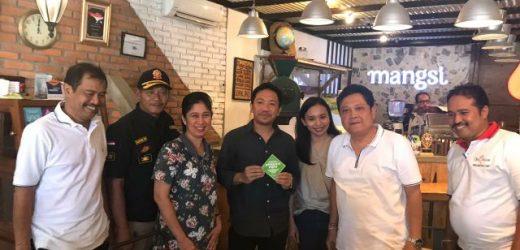 """Dukung Perwali No. 36 Tahun 2018,  Pemkot Serahkan """"Apresiasi Hijau"""" Bagi Usaha yang Dukung Pengurangan Plastik"""