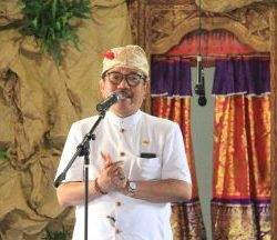 Hadiri Yadnya Ida Bhatara Mesolah,  Wagub Cok Ace: Ngayah dan Berbakti Harus Dipelihara Masyarakat Bali