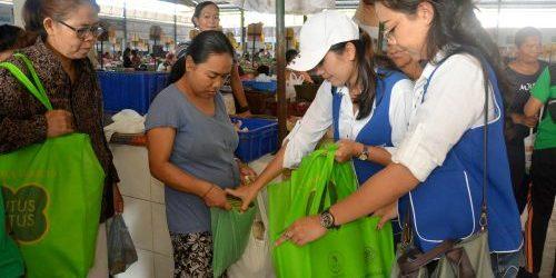 Pemkot Bagikan 450 Tas Belanja Ramah Lingkungan