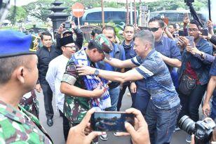 Pulang Kampung, Panglima TNI Kobarkan Semangat Aremania
