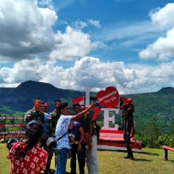 "Satgas Pamtas RI-RDTL Ciptakan Taman Foto ""Instagramable"" di Desa Haumeniana"