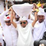 """Gubernur dan Wagub Bali """"Ngayah"""" pada Puncak Karya Panca Wali Krama di Pura Besakih"""