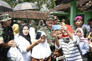 Panglima TNI Tinjau Titik Nol Meter Pembuatan Jalan di Pandeglang