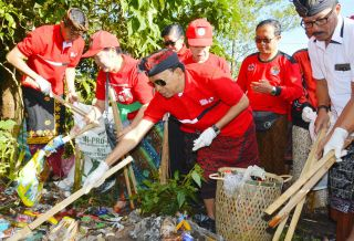 Luncurkan Gerakan Semesta Berencana Resik Sampah Plastik, Gubernur Koster: Akan Siapkan Pergub Pengelolaan Sampah
