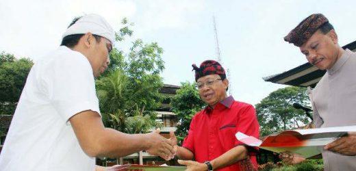 Gubernur Koster Serahkan SK CPNS Guru dan Tenaga Kesehatan