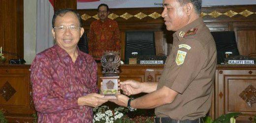 Tandatangani Nota Kesepahaman dengan Kejati Bali, Gubernur Koster: Jangan 'Macam-Macam' dalam Kebijakan Alokasi Anggaran
