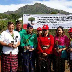 Jaga Bumi Tetap Hijau, Hiswana Migas Pertamina dan Pemprov Bali Tanam Sawo Kecik