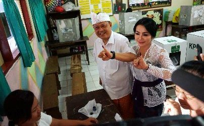 Walikota Rai Mantra Nyoblos di TPS 15, Wawali Jaya Negara di TPS 18