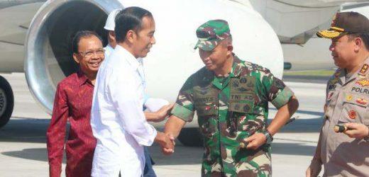 Kunjungan Kerja ke Bali, Pangdam IX/Udayana Sambut Kedatangan Presiden Jokowi di Bandara Ngurah Rai
