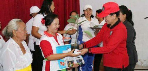 Gencar Turun ke Desa-desa, Ny. Putri Suastini Koster Dorong Program HATINYA PKK