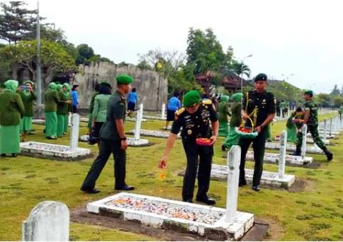 Kodam IX/Udayana Ziarah ke Taman Makam Pahlawan Pancaka Tirta