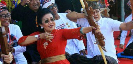Buka Pacentokan Agung Jemparingan, Ny. Putri Suastini Koster: Panahan Latih Konsentrasi dan Fokus pada Tujuan