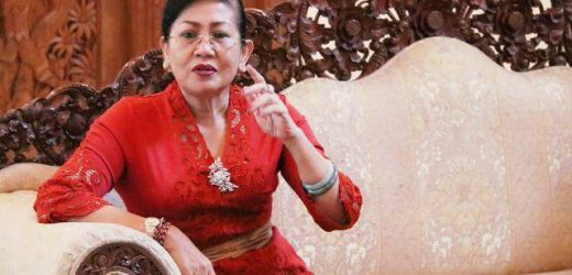KB Krama Bali, Ny. Putri Koster Kampanyekan KB 4 Anak