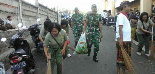 """Anggota Kodim 1610/Klungkung Dukung """"Gerakan Semesta Berencana Bali Resik Sampah Plastik"""""""