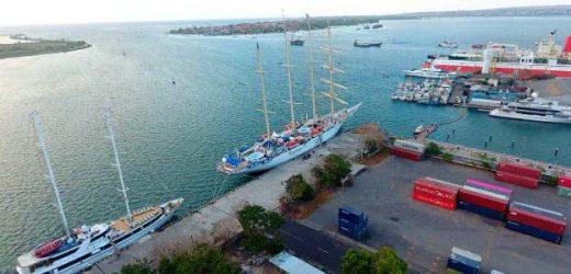 Jadi Home Port, Dua Cruise Internasional Berlabuh di Pelabuhan Benoa
