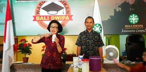 Universitas Bali Dwipa Latih Ibu-ibu PKK Buat Kefir Susu Sapi Bali