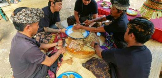 Krama Desa Adat Kerobokan Gelar Lomba Ngelawar Serangkaian Karya Agung Mamungkah