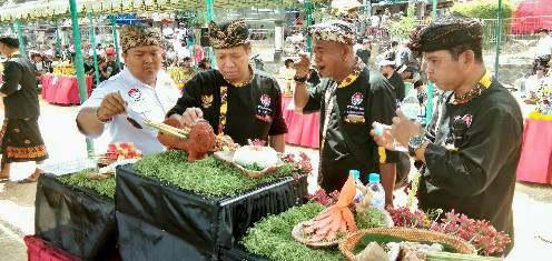 """Lomba """"Ngelawar"""" Desa Adat Kerobokan, Mengukuhkan Tradisi Budaya yang Tak Boleh Punah"""