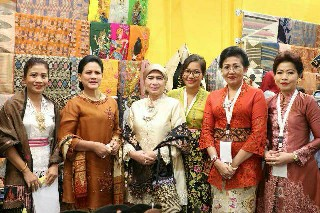 Hadiri Pameran Karya Kreatif Indonesia 2019, Ny. Putri Suastini Koster: KKI Beri Ruang Perajin Tampilkan Karyanya