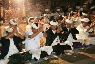 "Pemprov Bali ""Nganyarin"" di Pura Mandara Giri Semeru Agung, Wagub Cok Ace Apresiasi Respon Warga di Sekitar Pura"
