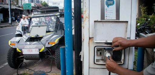 Mobil Alap-Alap Singgah di Bali, Isi Daya di SPLU Milik PLN