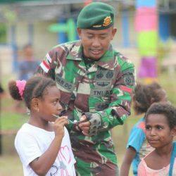 Sambut Hut Ke-74 Kemerdekaan RI, Prajurit TNI Ajak Warga Kampung Bupul Merauke Bergembira dalam Berbagai Lomba