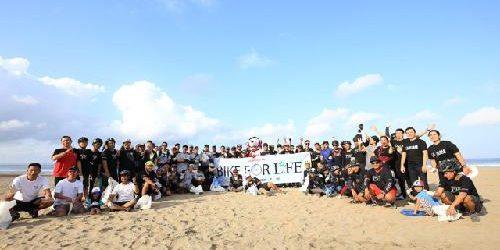 """""""Bike for Life"""" Rodalink Indonesia-Denpasar Peduli Alam, Pungut Sampah Plastik di Pantai Seminyak"""