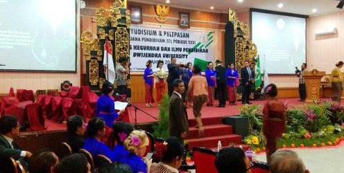 """FKIP Dwijendra University Lepas 134 Sarjana Pendidikan, Dekan FKIP: """"Sebagian besar sudah bekerja"""""""