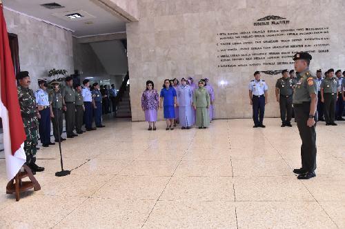 Panglima TNI Terima Laporan Korps Kenaikan Pangkat 13 Pati TNI
