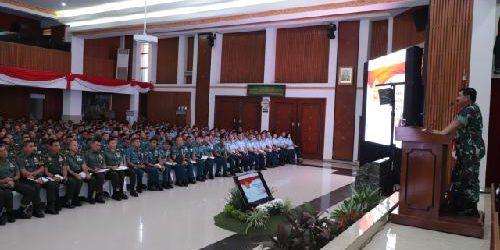 Pengarahan Dihadapan 566 Perwira Siswa Seskoad, Seskoal dan Seskoau, Panglima TNI: Operasi TNI Kini Berbasis Network Centric Warfare
