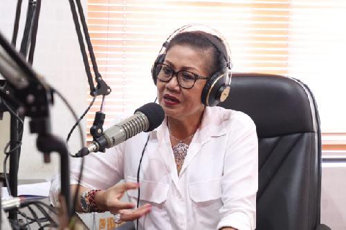Interaktif di Radio Phoenix, Ny. Putri Suastini Koster Ajak Masyarakat Konsumsi Masakan Rumahan