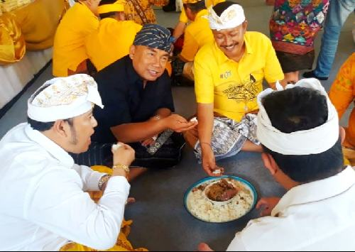 Megibung dan Donor Darah, Cara Kader Pohon Beringin di Bali Rayakan Hut ke-55 Partai Golkar Tahun 2019
