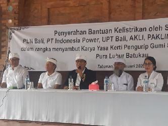 PLN UID Bali dan Mitra Kerja Bantu Perbaikan Instalasi Penerangan Pura Luhur Batukau