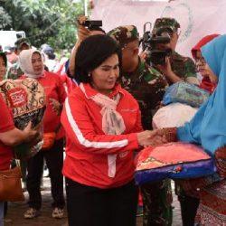 Dharma Pertiwi dan OASE Bantu 1.688 KK Korban Terdampak Banjir di Cibitung