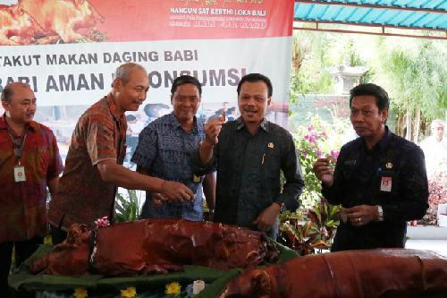 """Sekda Bali: """"Asal diolah dengan baik, daging babi aman dikonsumsi"""""""