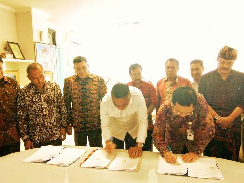 """ITB STIKOM Bali dan Kabupaten Sikka Teken PKS Magang ke Luar Negeri, Bupati Sikka: """"Prospeknya menjanjikan, kuliah sambil kerja"""""""