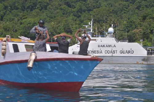 Tingkatkan Kemampuan Personel, Kamla Zona Maritim Tengah Gelar Simulasi Penanganan Kapal Nelayan Asing