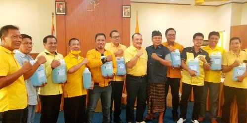Cegah Covid19 Meluas, Golkar Bali Serahkan 10 Galon Aseptic Gel kepada DPD Golkar Kabupaten/Kota Se-Bali