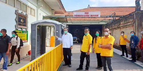 Golkar Bali Serahkan Bantuan 1 Bilik Desinfektan di RS Sanglah