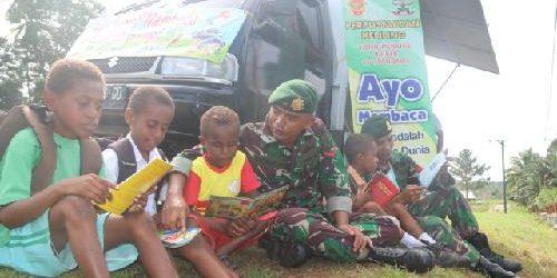 Perpustakaan Keliling TNI Hadir di SD YPK Toray Merauke, Berantas Buta Aksara di Perbatasan RI-PNG