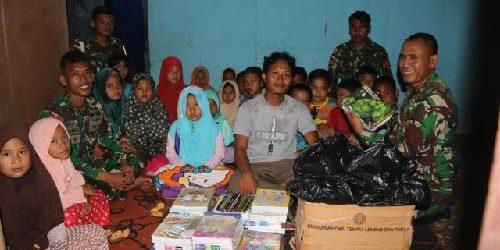 Satgas Pamtas RI-PNG Yonif 411 Bagikan Buku Tulis Untuk Anak-Anak Belajar Mengaji