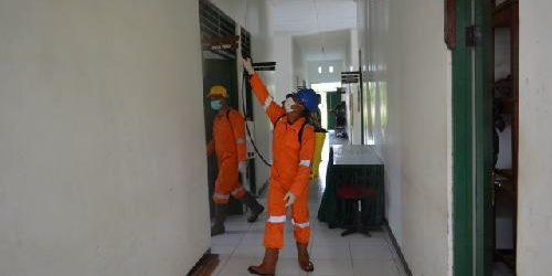 Upaya Lindungi Prajurit dan Keluarganya dari Covid-19, Korem 174/ATW Lakukan Penyemprotan Desinfektan