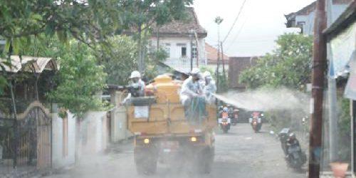 Giliran Kelurahan Penatih Disemprot Desinfektan