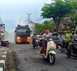 Satgas Gotong Royong Covid-19 Desa Adat Yangbatu Lakukan Penyemprotan Desinfektan