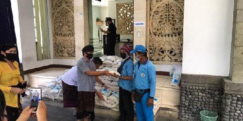 575 Juru Parkir Dapat Bantuan Beras dari ASN Pemkot Denpasar
