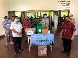 """""""BI dan Perbankan Peduli"""", Serahkan APD bagi Gugus Tugas Penanganan Covid-19 Kota Denpasar"""