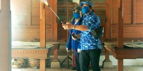 """""""GCL Peduli"""", Gus Cilik Semprot Desinfektan Wilayah Padangsambian, Tangkal Bersama Rantai Penyebaran Covid-19"""